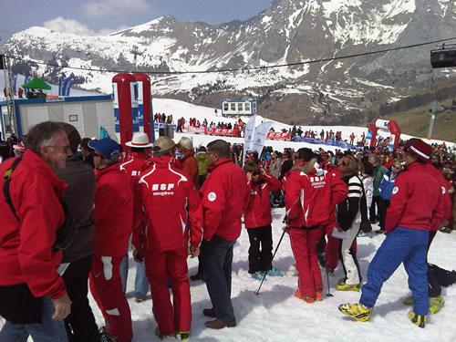 Red coats in town – ESF Ski Slalom Challenge