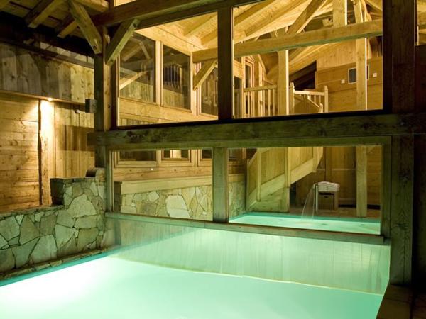 Hotel les Saytels pool and spa