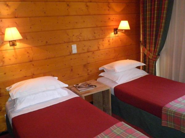 Hotel les Saytels bedroom