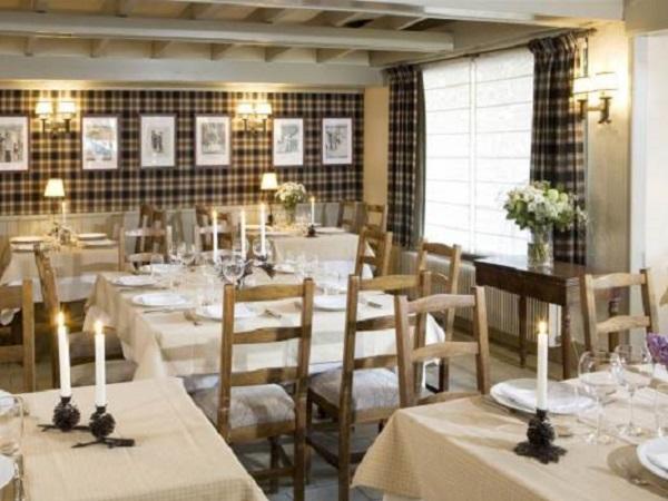 Hotel les Saytels dining room