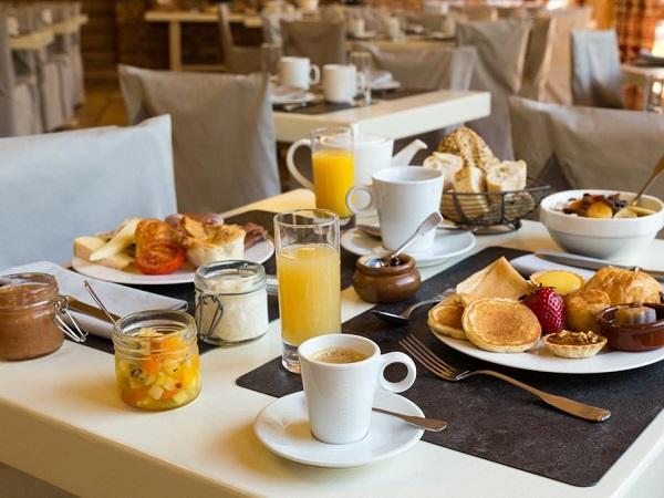 Hotel Chemenaz breakfast