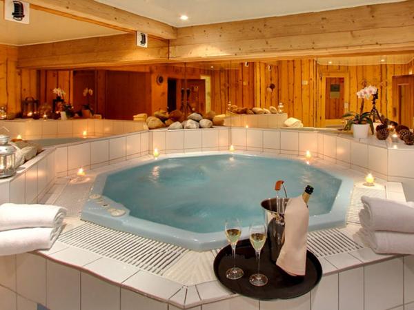 Hotel Chemenaz spa with hot tub