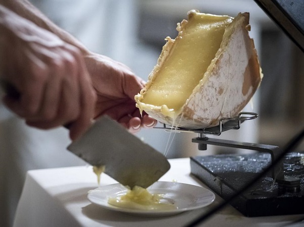 Hotel Chemenaz traditional raclette
